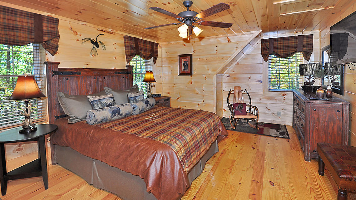 2 Bedroom Cabin Master Suite