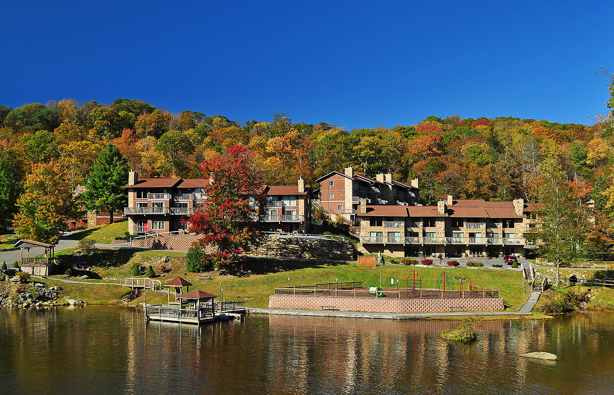 Blue Ridge Village Exterior Lake