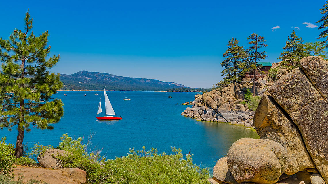 A soothing summer sail along gentle cliffs at Big Bear