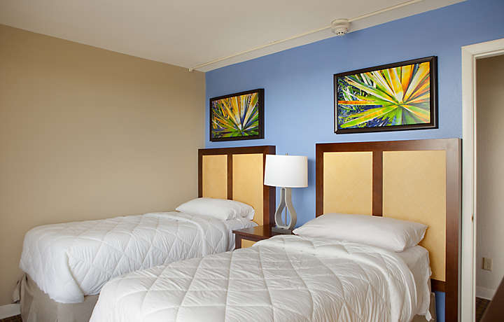 Casa Del Mar Beach Resort - Guest Bedroom