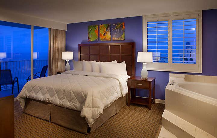Casa Del Mar Beach Resort - Master Bedroom Suite