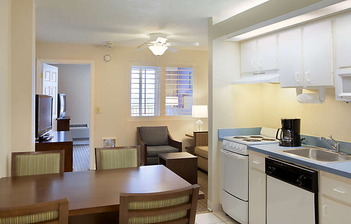 Casa Del Mar Beach Resort - Kitchen
