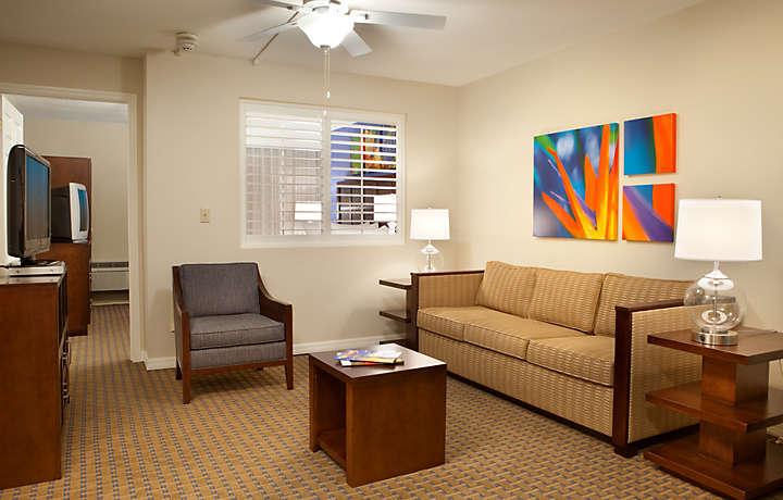 Casa Del Mar Beach Resort - Living Room