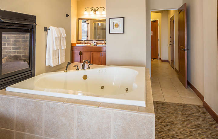 Cibola Vista Resort and Spa Two Bedroom Penthouse Master Suite Whirlpool Tub