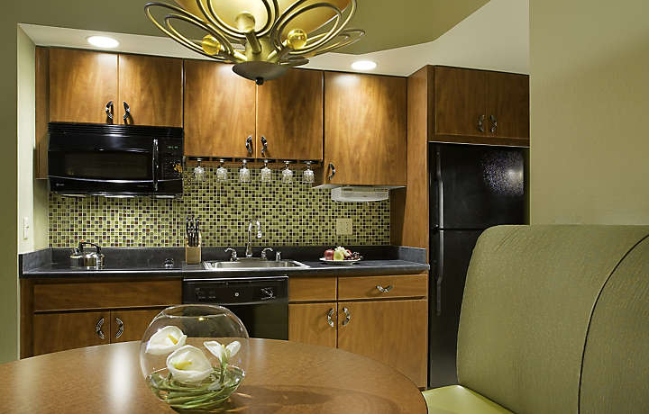 Bluegreen Club 36™ | Kitchen & Dining Area