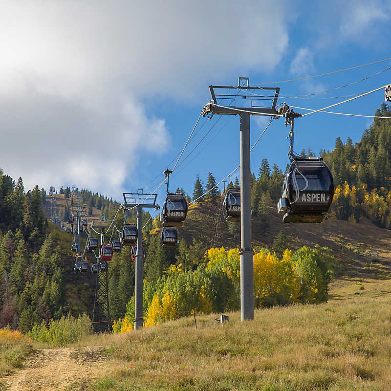 Overhead cable car at Silver Queen Gondola