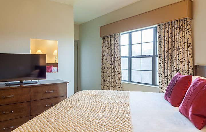 Villa Bedroom - The Falls Village™