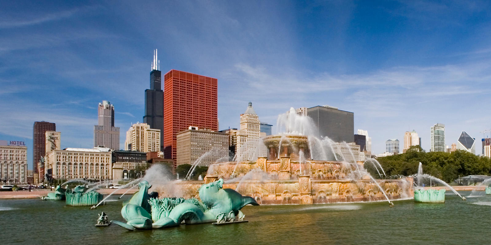 Millennium Park Buckingham Fountain daytime view
