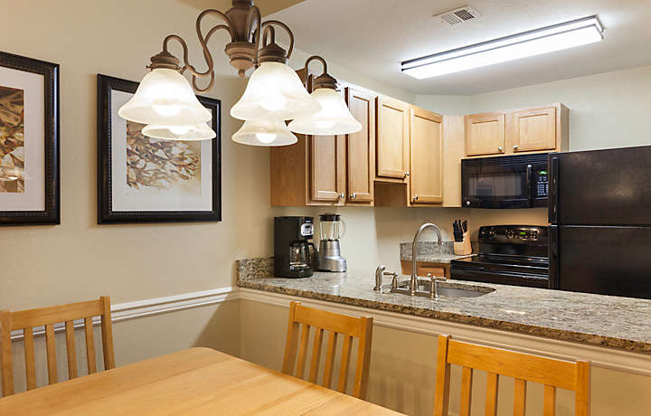 Laurel Crest™ 1 Bed Deluxe Villa Kitchen and Dining Room