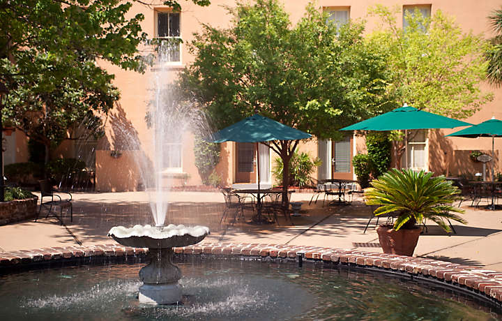 Resort Courtyard - The Lodge Alley Inn™