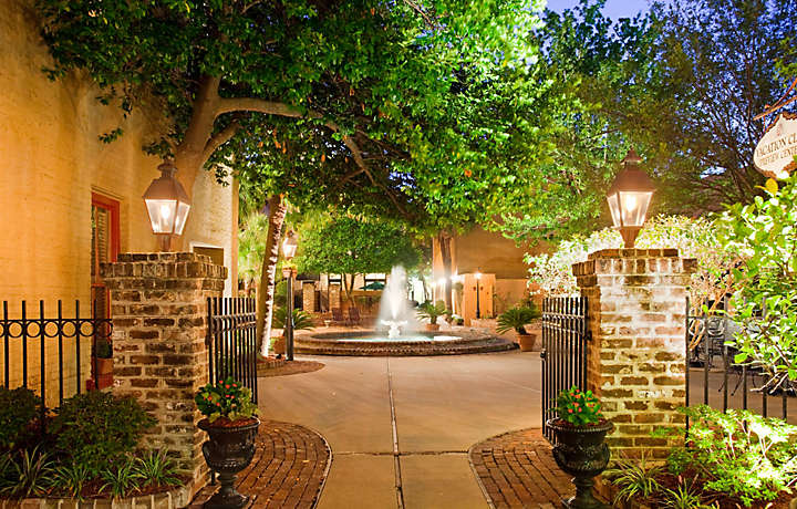 Charleston Courtyard - The Lodge Alley Inn™