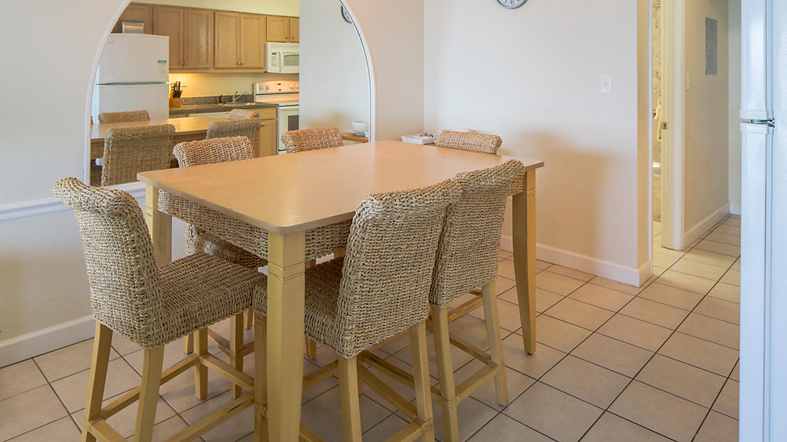 One Bedroom Deluxe Dining Area