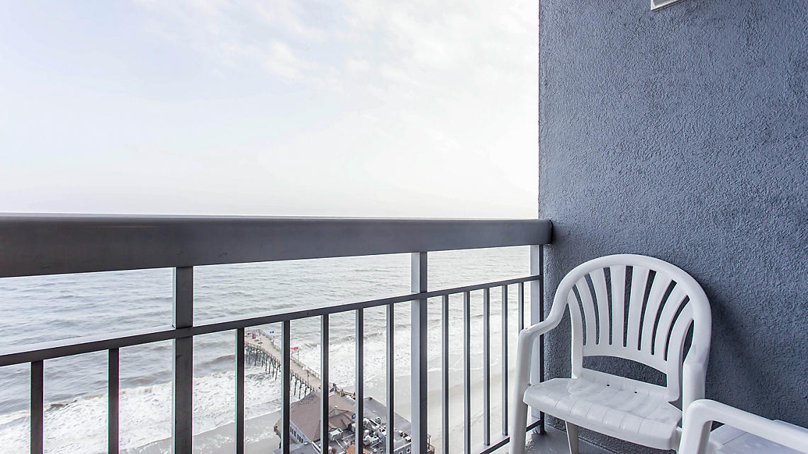 1 Bedroom Ocean Front Deluxe Balcony View