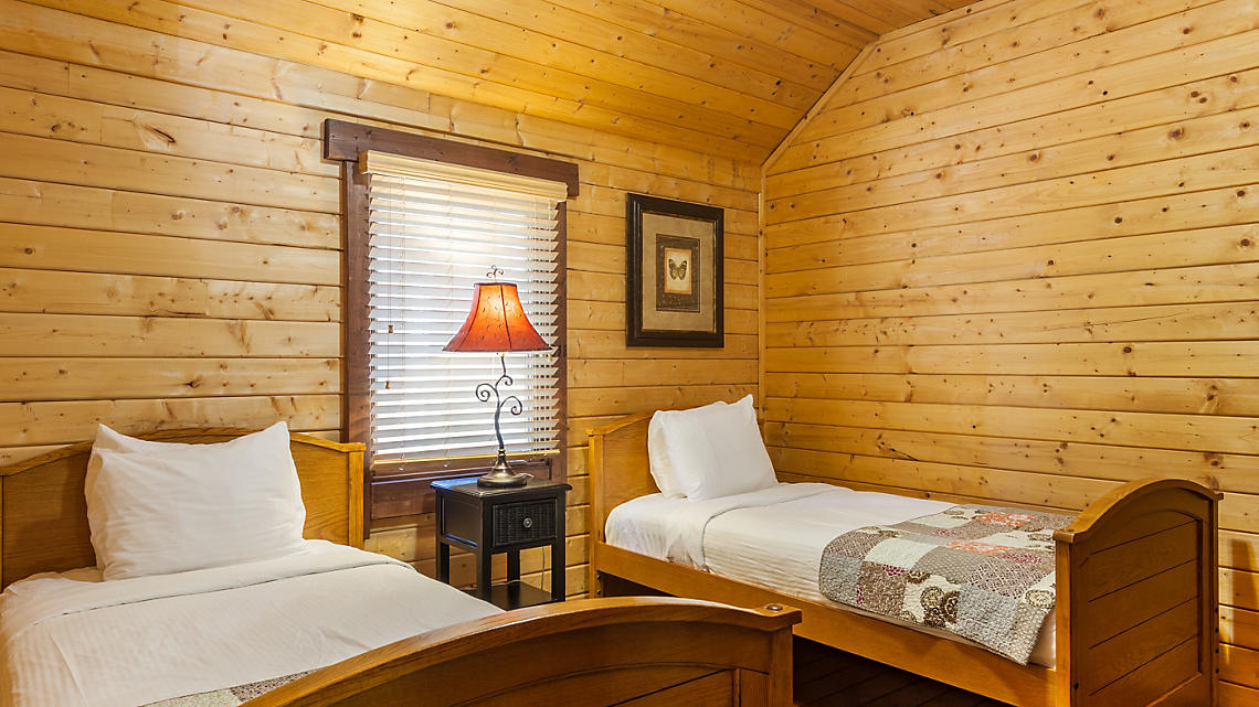 3 Bedroom Cabin Guest Room