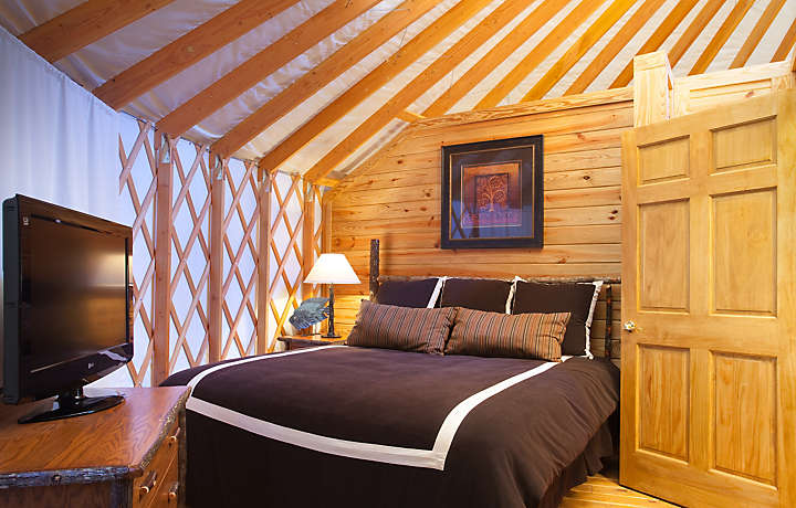 Yurt Bedroom - Shenandoah Crossing™