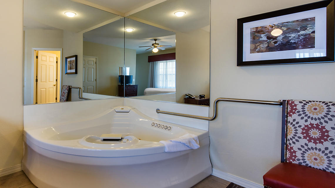 1 or 2 Bedroom Master Suite Whirlpool Bath