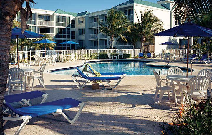 Resort Pool - The Hammocks at Marathon™