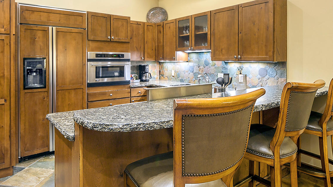1 Bedroom Presidential Kitchen