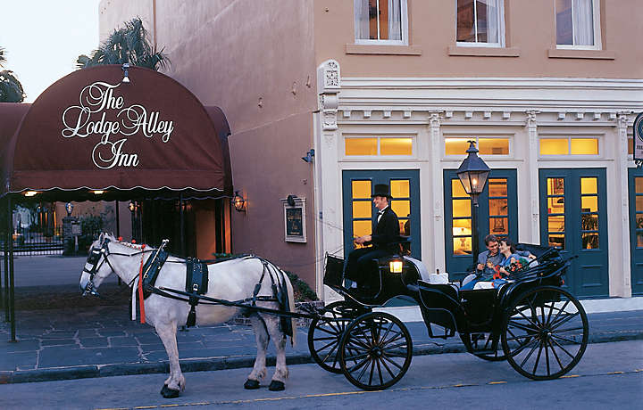 Horse-Drawn Carriage - The Lodge Alley Inn™